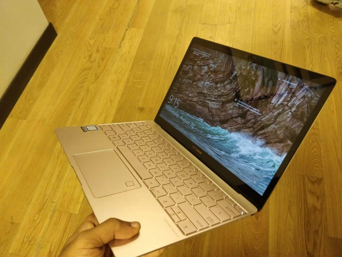 ASUS Zenbook 3 UX390 Review – A Laptop With It's Own Class 1