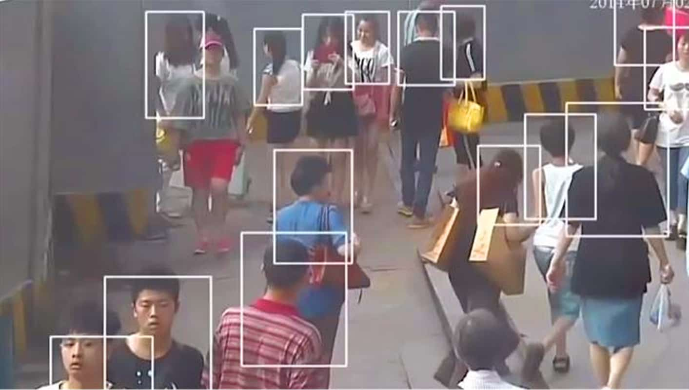 TECHGYO_ Smart Glasses scan the passengers to identify similarities with wanted criminals